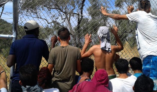 Grecia, nel limbo dei profughi. L'isola di Lesbo trasformata in centro detentivo